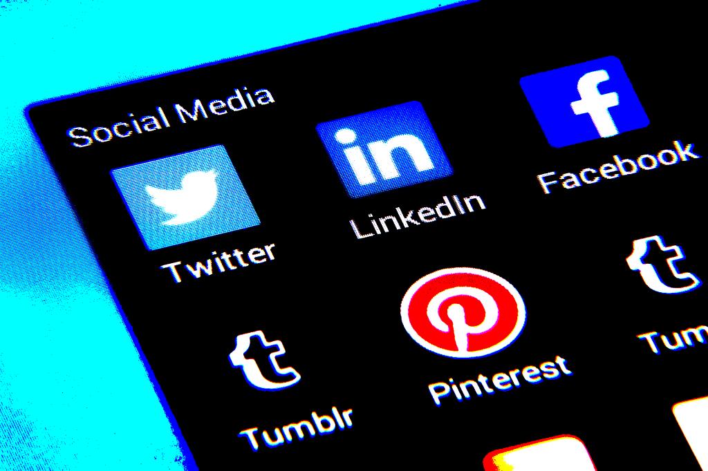 particularités, réseaux sociaux, facebook, instagram, linkedin, twitter